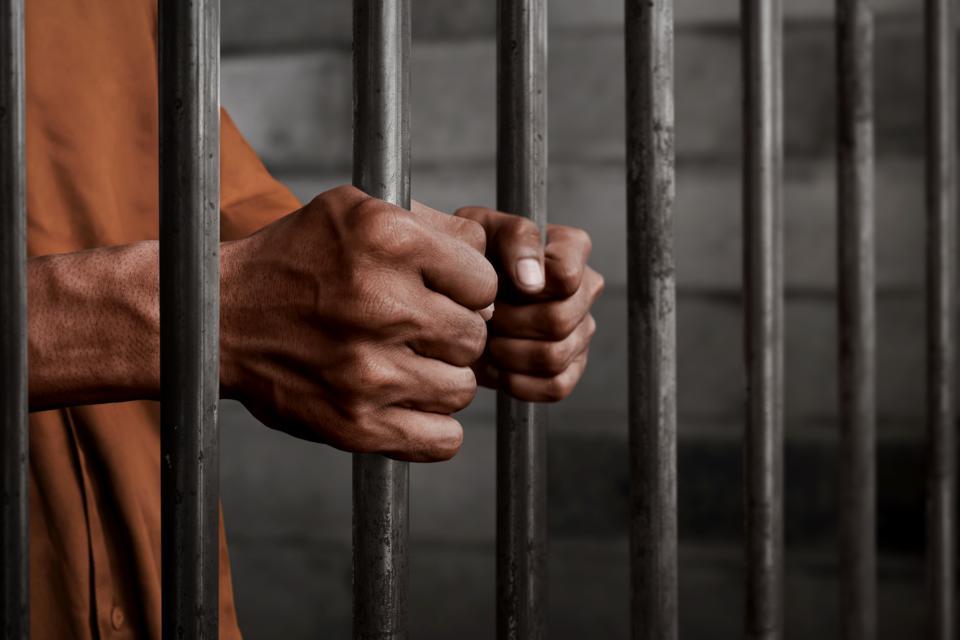 دستگیری عامل خریدوفروش سؤالات کنکور سراسری